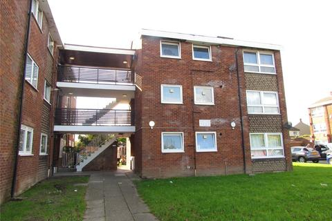 2 bedroom property to rent - Shepherds Close, Romford, RM6