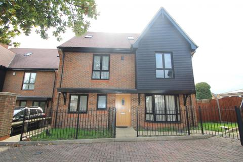 5 bedroom house to rent - Torrance Close, Hornchurch, RM11