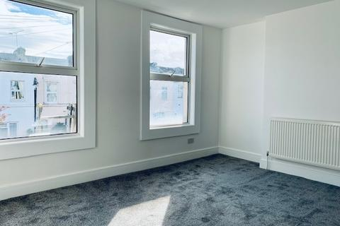 3 bedroom terraced house to rent - Peacock Street Gravesend DA12