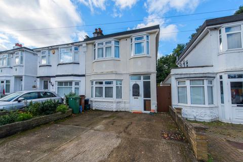 3 bedroom semi-detached house for sale - Hindhead Way, Wallington