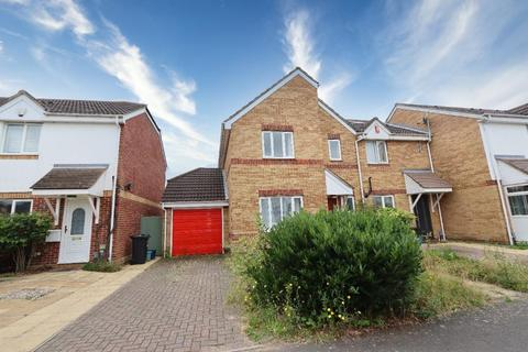 3 bedroom terraced house to rent - Strouds Close, Chadwell Heath RM6 4XD