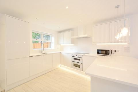 3 bedroom semi-detached house to rent - Dolphin Close, Canada Water, SE16