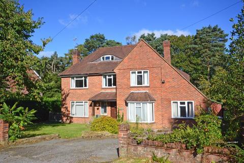 4 bedroom detached house for sale - No Onward Chain - Church Lane, Grayshott