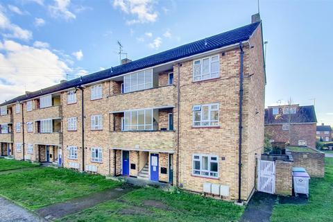 Studio to rent - Tudor Way, Hertford