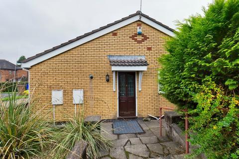 2 bedroom bungalow to rent - Freshwater Grove, Bucknall, Stoke-on-Trent, ST2