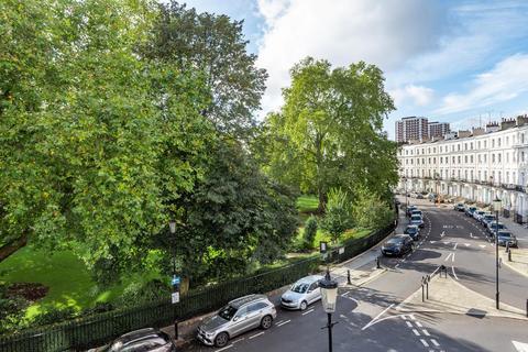 2 bedroom flat for sale - Royal Crescent, Holland Park