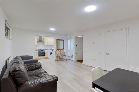 4 bedroom semi-detached house to rent - Heritage Place Earlsfield Road