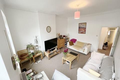 3 bedroom maisonette to rent - High Road, East Finchley, London, N2