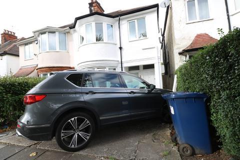 2 bedroom maisonette to rent - Golders Manor Drive, London, NW11
