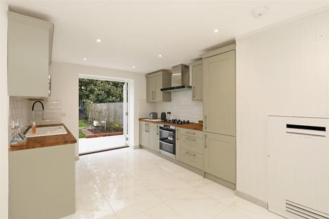 6 bedroom townhouse to rent - Oakhill Road, London