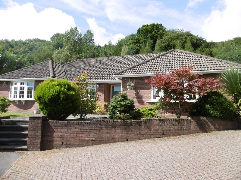 3 Bedrooms Detached Bungalow for sale in Beech Grove, Victoria, Ebbw Vale, Blaenau Gwent.