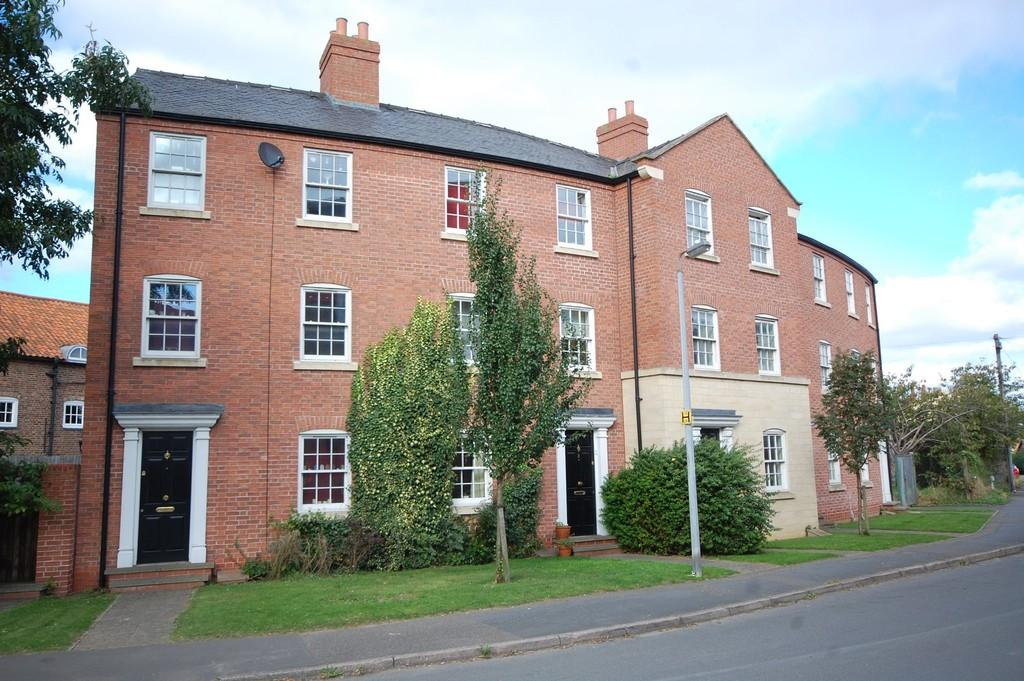 4 Bedrooms Terraced House for sale in The Old Dairy Yard, Louth