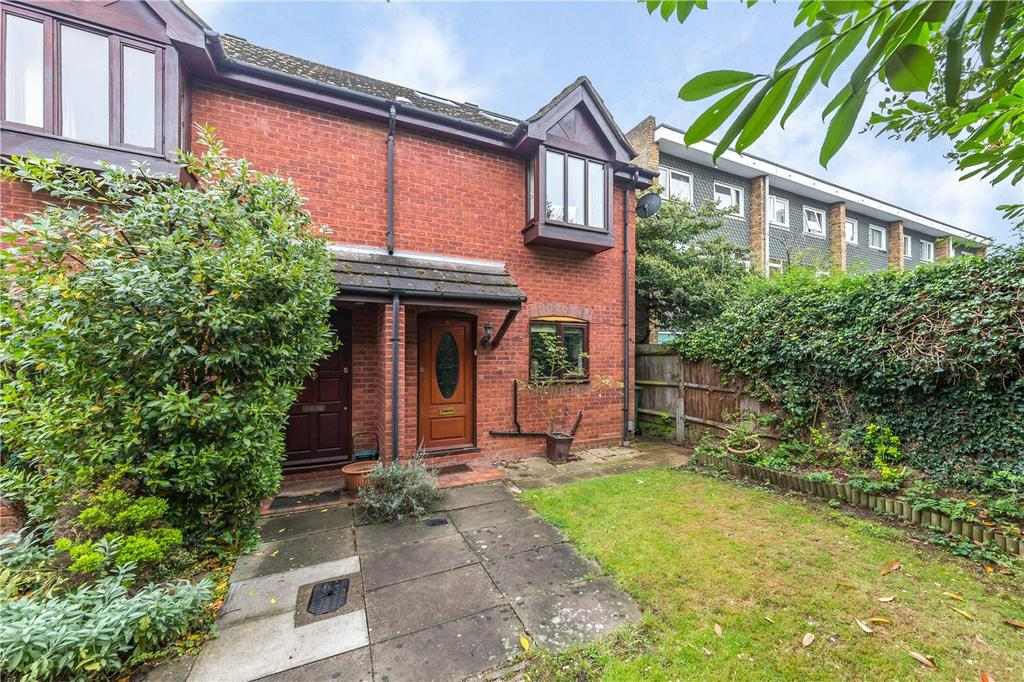3 Bedrooms Semi Detached House for sale in Globe Close, Harpenden, Hertfordshire