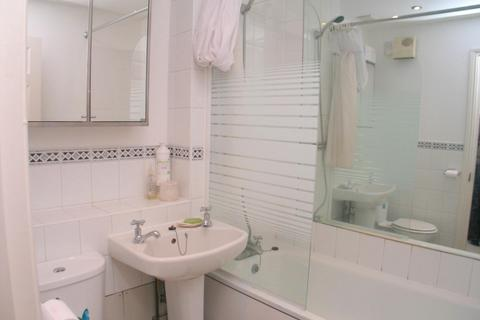 2 bedroom flat to rent - Comer Crescent, Windmill Avenue, Norwood Green, Middlesex UB2
