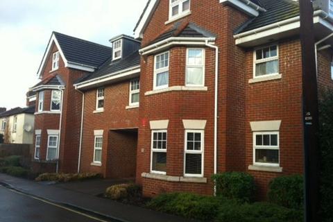 2 bedroom flat to rent - Woking