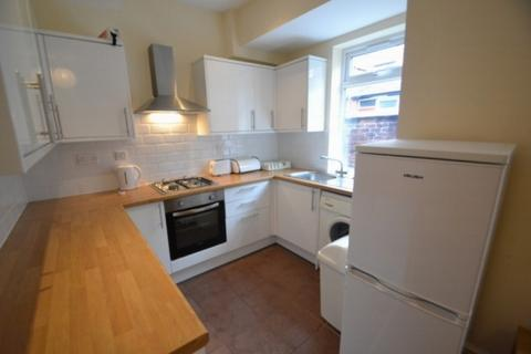 4 bedroom terraced house to rent - Deyne Avenue Rusholme, M14 5sy Manchester