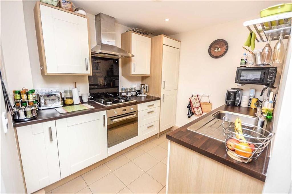 Image 3 of 11: Kitchen