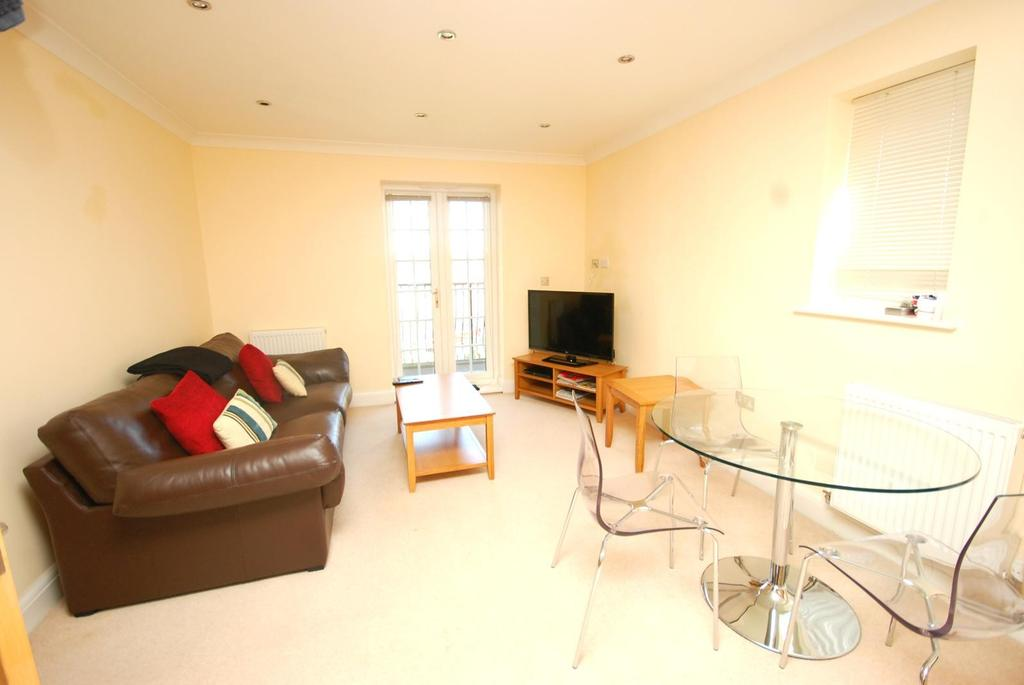 2 Bedrooms Apartment Flat for rent in Kensington Place, Priests Lane, Brentwood, Essex, CM15
