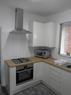 4 bedroom semi-detached house to rent - Cyril Road