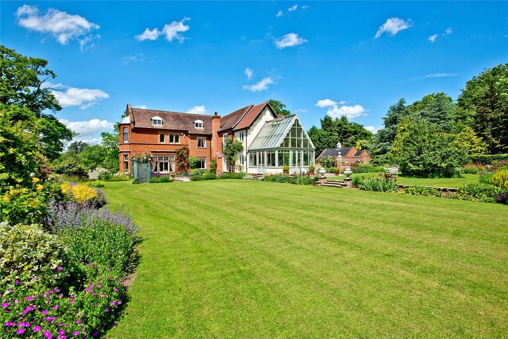 6 Bedrooms Unique Property for sale in The Street, Topcroft, Bungay, Suffolk, NR35
