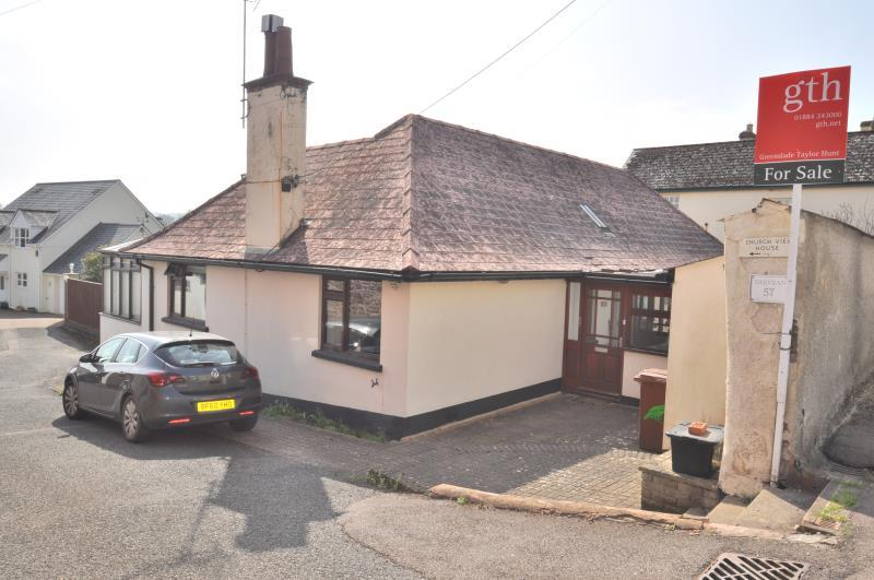 4 Bedrooms Bungalow for sale in High Street, Halberton, Tiverton, Devon, EX16