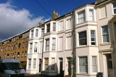 Studio to rent - Central Worthing
