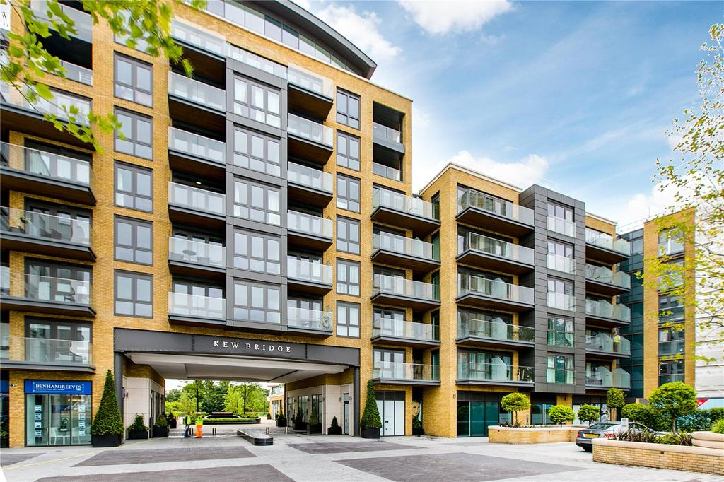 2 Bedrooms Flat for sale in Quayside House, 8 Kew Bridge Road, Brentford, Middlesex