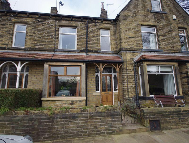 4 Bedrooms Terraced House for sale in Willowfield Road, Willowfield, HX2 7NF