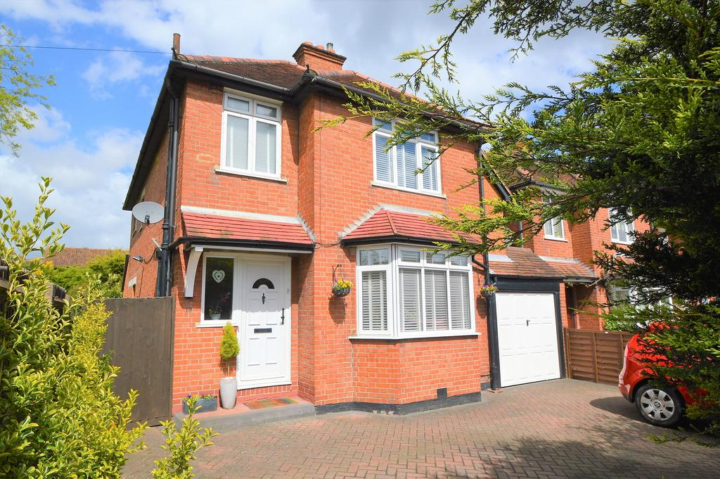 4 Bedrooms Detached House for sale in Terrace Road, WALTON ON THAMES KT12