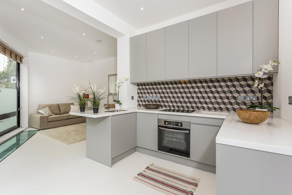1 Bedroom Apartment Flat for sale in Dalling Road, Brackenbury Village, London, W6
