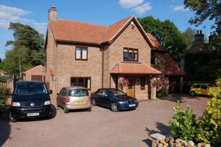 6 Bedrooms Detached House for sale in Bridge Road, Stoke Ferry
