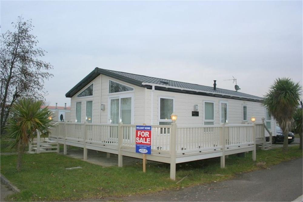 2 Bedrooms Park Home Mobile Home for sale in Naze Marine Holiday Park, Hall lane, WALTON ON THE NAZE, Essex