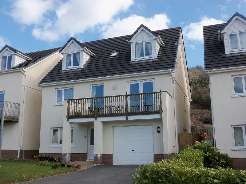 4 Bedrooms Detached House for sale in Parc Y Ffynnon, Ferryside, Carmarthenshire.