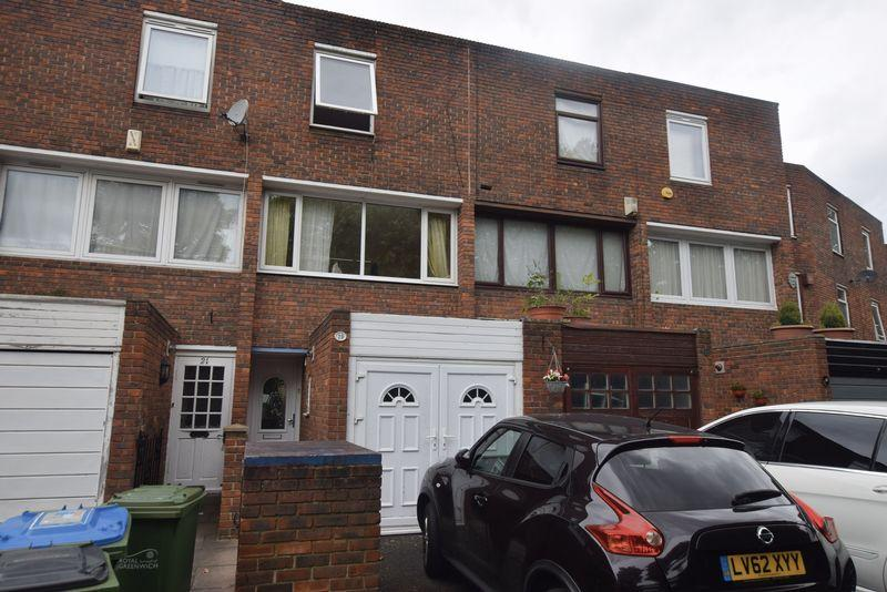 3 Bedrooms Terraced House for sale in Disraeli Close, Thamesmead