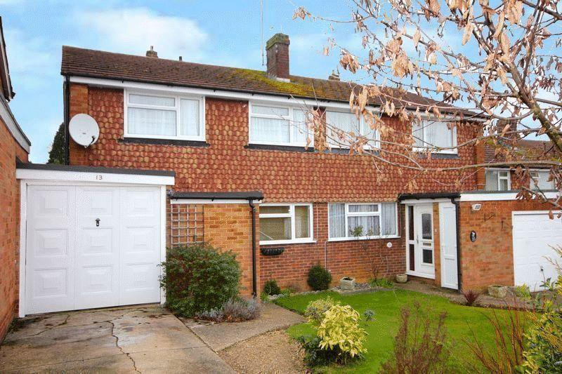 3 Bedrooms Semi Detached House for sale in Old Vicarage Gardens, Markyate