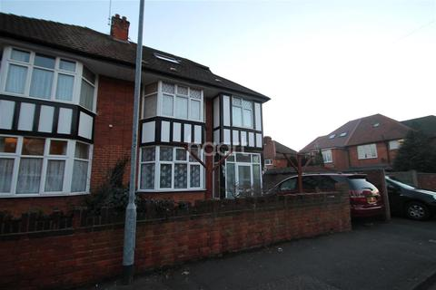 4 bedroom semi-detached house to rent - Ellis Avenue, Slough