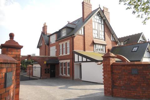 3 bedroom apartment to rent - 66 Victoria Road, Penarth