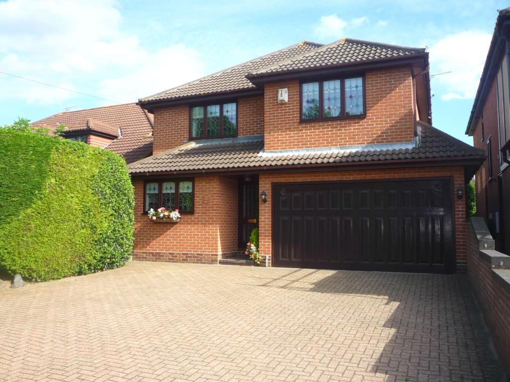 4 Bedrooms Detached House for rent in Stock Road, Billericay, Essex, CM12