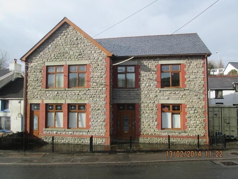 4 Bedrooms End Of Terrace House for sale in Colliers Arms High Street, Maesteg, Bridgend. CF34 0AS