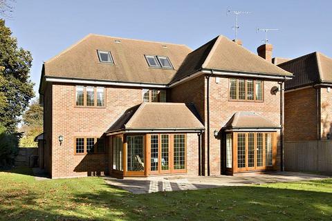 6 bedroom detached house to rent - Latchmoor Avenue, Gerrards Cross, Buckinghamshire, SL9