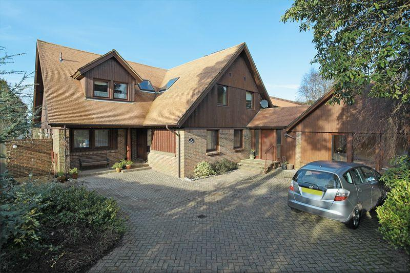 6 Bedrooms Detached House for sale in Aviemore Road, Crowborough, East Sussex