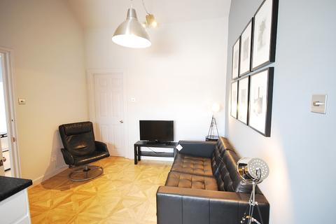 3 bedroom flat to rent - The Mews, City Centre