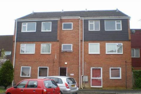 2 bedroom flat for sale - Rochford Gardens, Slough