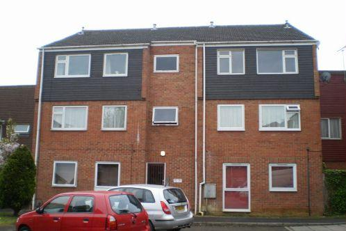 2 Bedrooms Flat for sale in Rochford Gardens, Slough