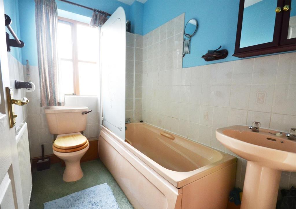 2 Bedrooms Detached House for sale in Merlins Bridge, Haverfordwest