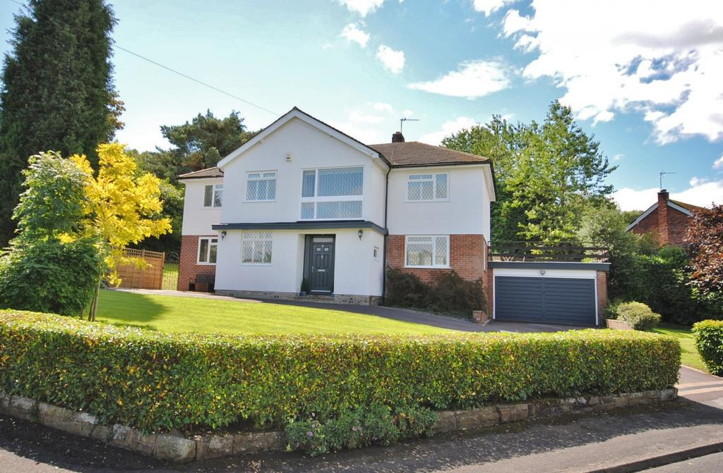 4 Bedrooms Detached House for sale in Meadow Drive, Prestbury