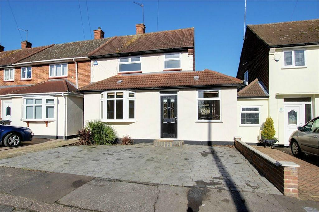 3 Bedrooms End Of Terrace House for sale in Barrington Green, Loughton, Essex