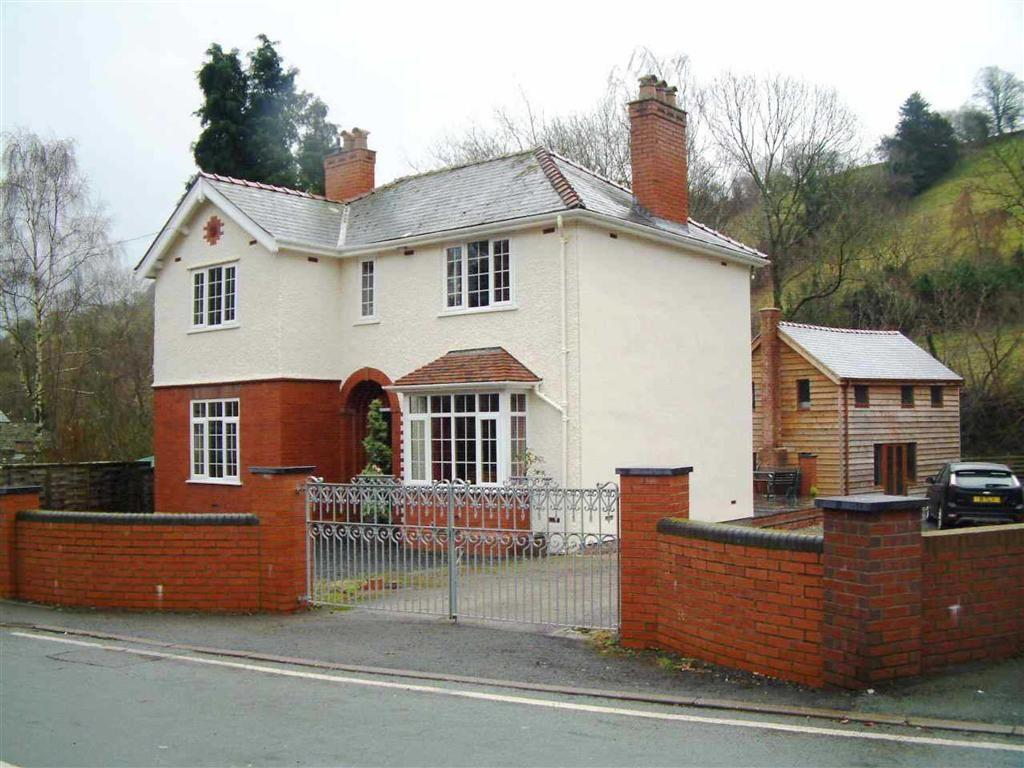 3 Bedrooms Detached House for sale in Watergate Street, Llanfair Caereinion, Welshpool