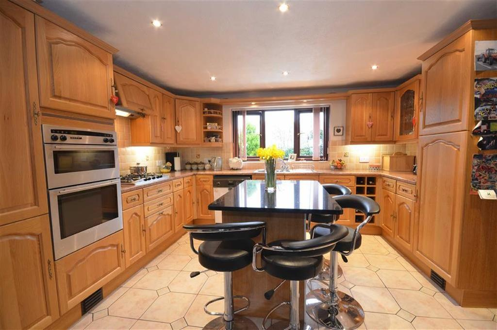 3 Bedrooms Semi Detached House for sale in Denbigh Road, Ruthin