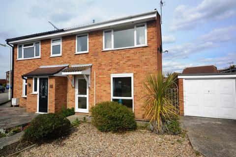 3 bedroom semi-detached house to rent - Lupin Drive, Chelmsford, Essex, CM1